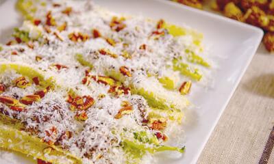 Tiges de romaine, mayonnaise au chipotle, morilles et Parmesan d'ici