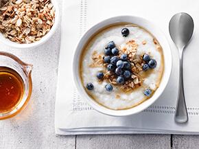 Crème de blé aux bleuets et au granola