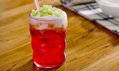 Nectar de fraise, crème au yogourt et céleri confit