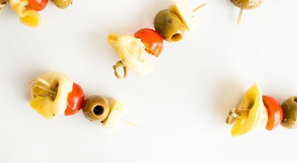 Mini-brochettes de tortellinis et de fromage