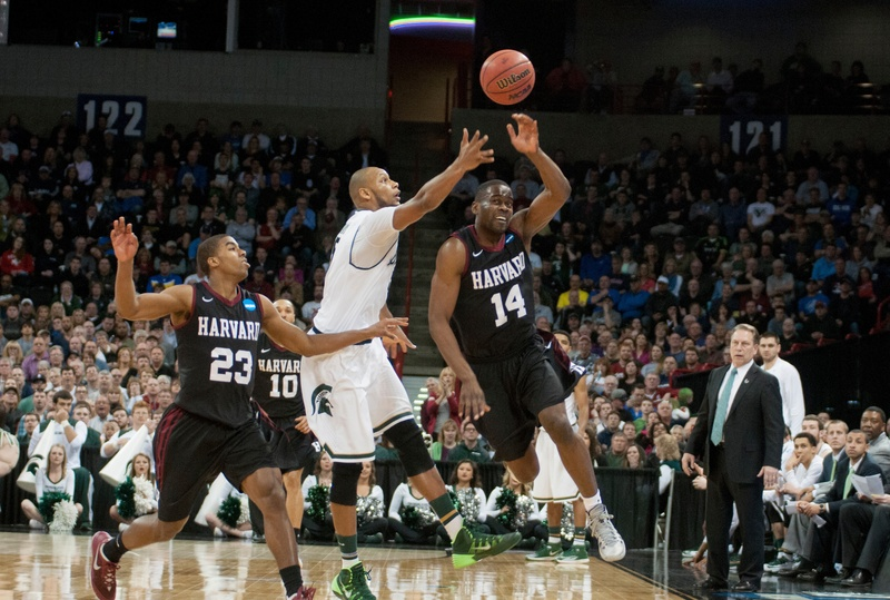 Classmates Wesley Saunders and Steve Moundou-Missi ended their 2014 on a high note with a win over Grand Canyon.