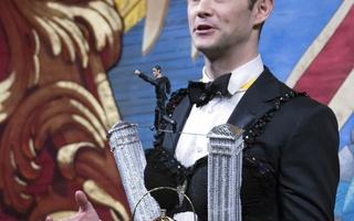 Joseph Gordon-Levitt as Hasty Pudding Man of the Year