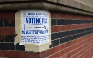 Cambridge Queen's Head Voting Place Sign