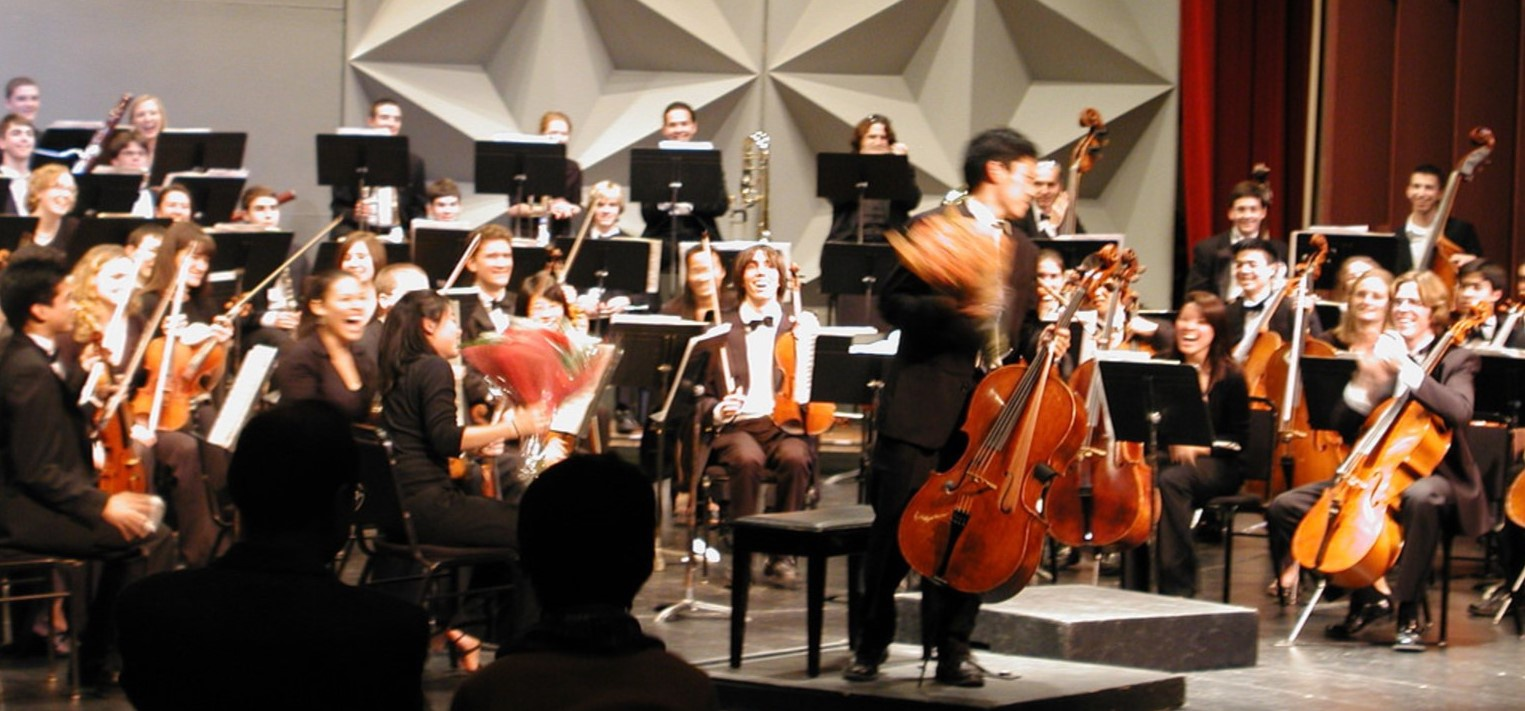 A blast from the past... the year 2005! Naoya's performance with the Stanford Symphony Orchestra after winning the Stanford Concerto Competition. And the first time he gave Alison flowers!